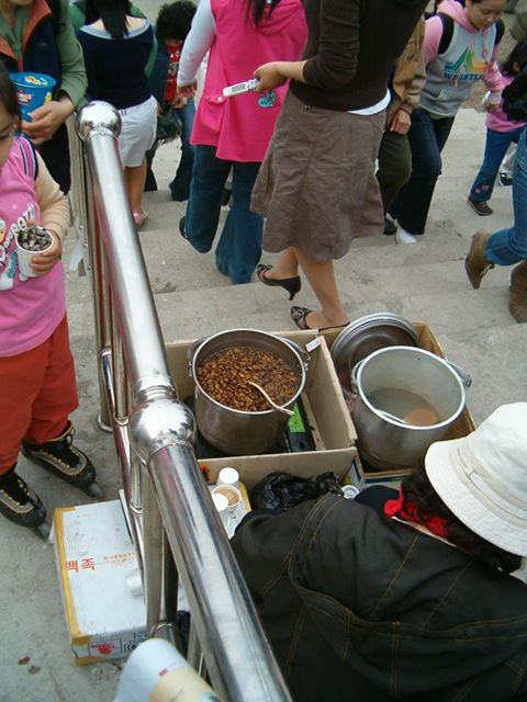 I miss the sights and smells of Korea, like this steaming pot of bundaegi (silk worms).  Granted, I don't miss the taste of that particular delicacy but I'm ready for most other culinary delights you can find on the street.