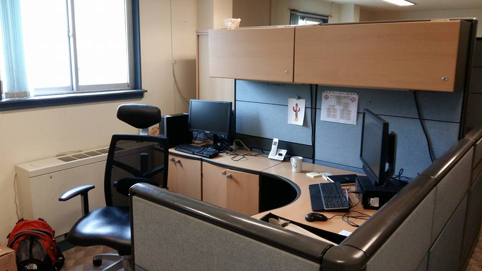 I was granted a rather spacious cubicle...