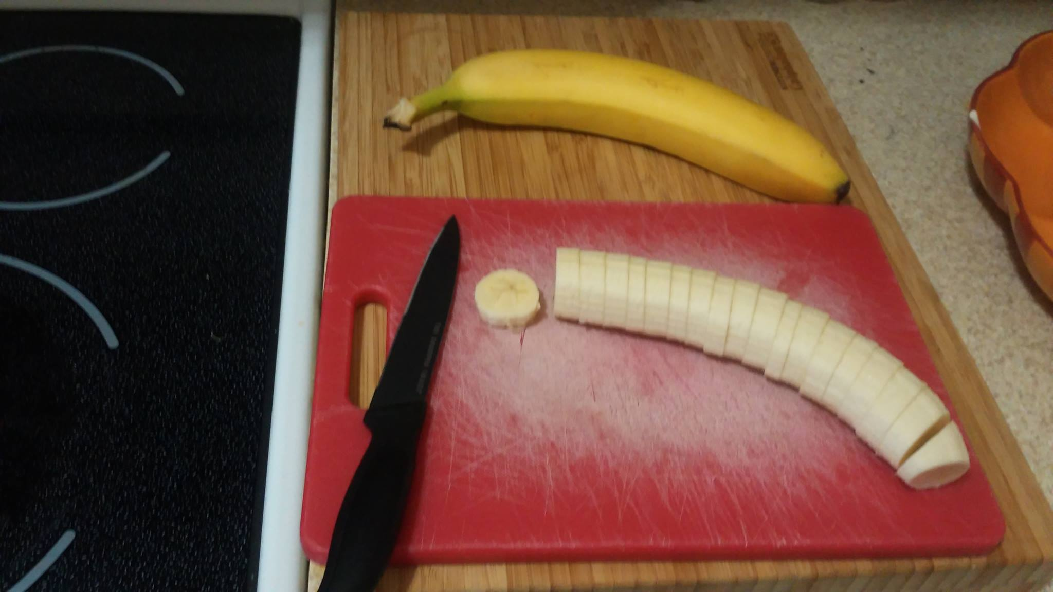 I start with cutting up two largish bananas...