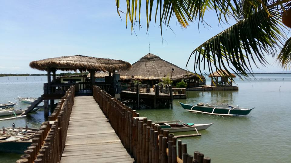 My favorite eatery was this floating restaurant...