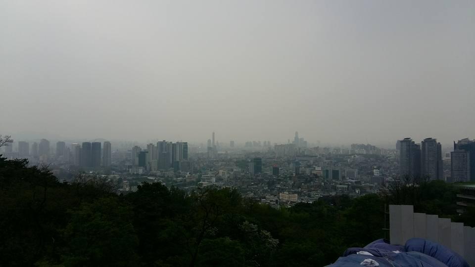 Hazy Seoul skyline...