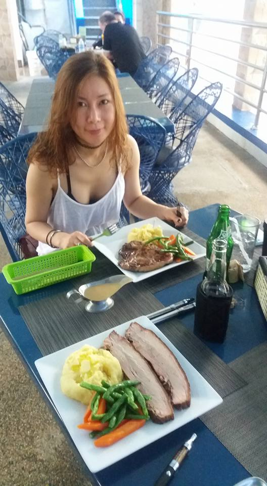 A typical lunch.  T-bone for Eun Oke, smoked pork for me... Everything was well prepared, service was friendly and efficient...